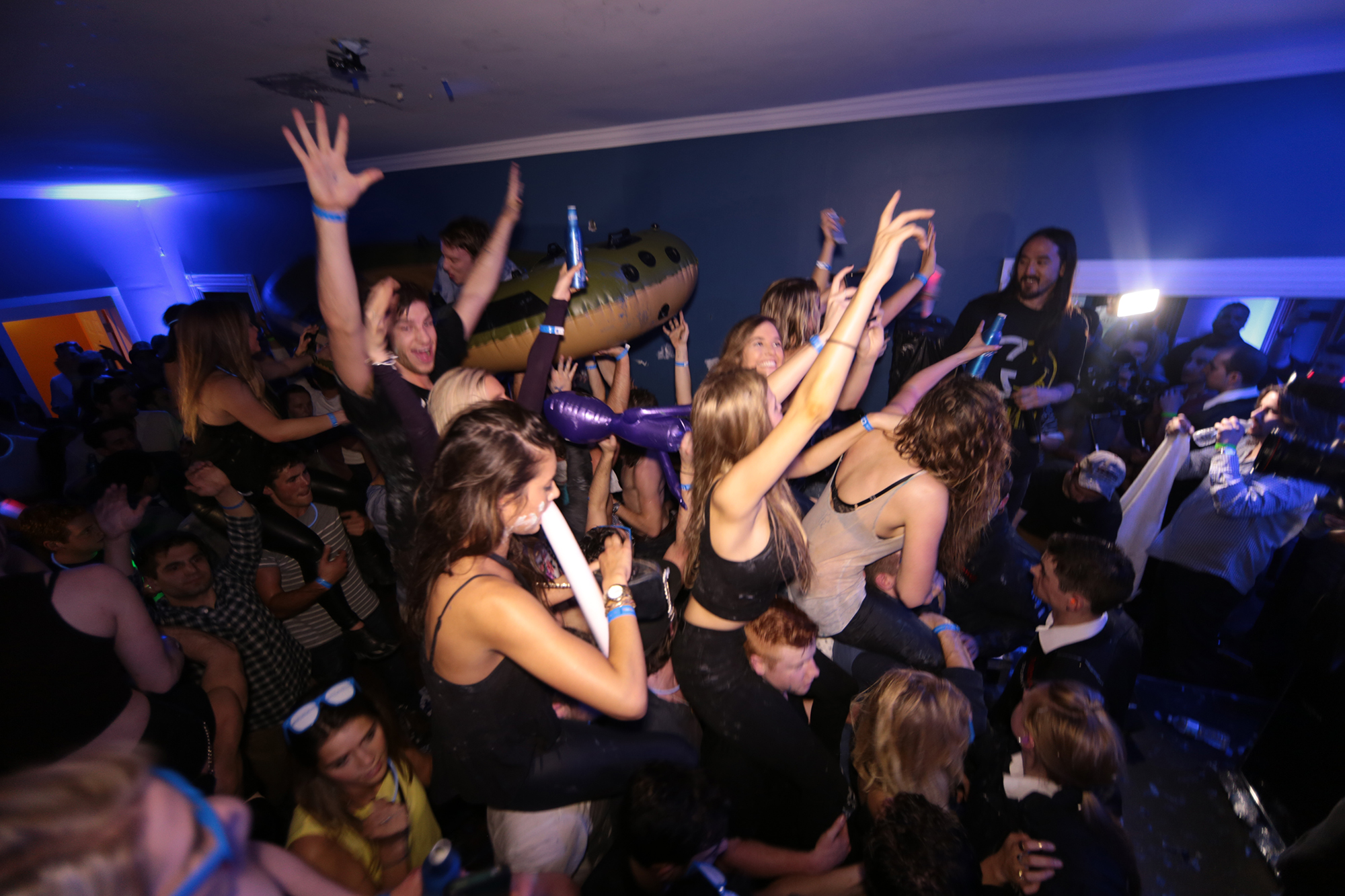 black-and-blue-party-toronto